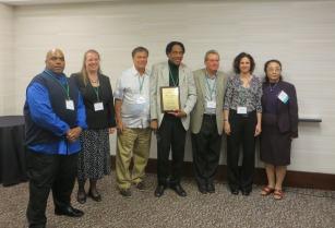 Joe Darden receives the 2015 EGSG Distinguished Career Award.